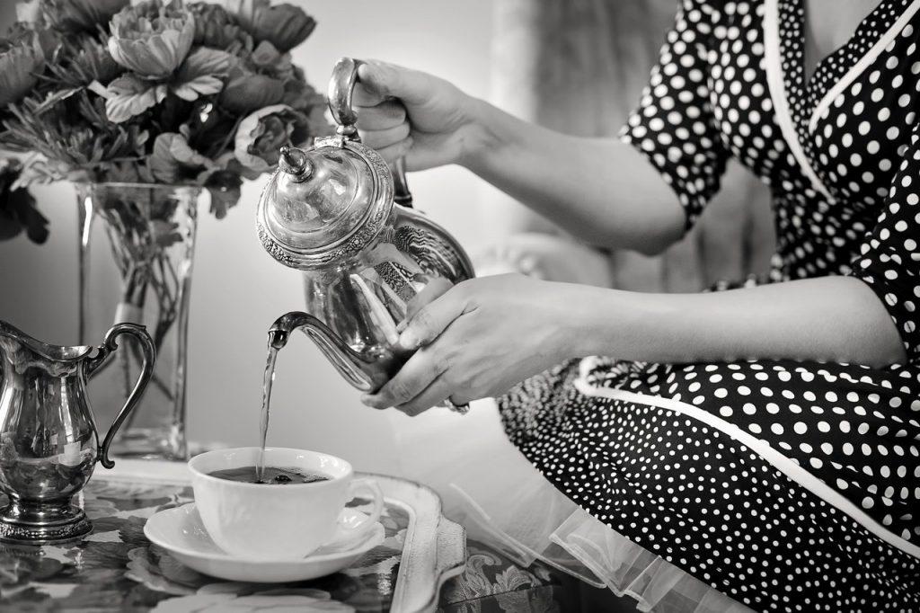 comment servir le thé